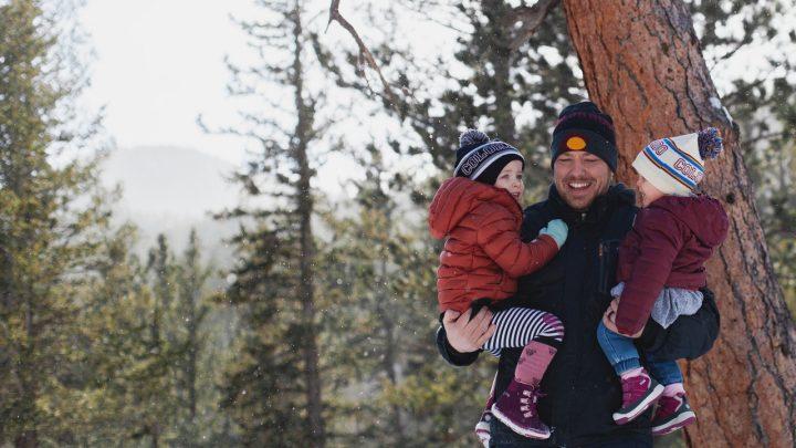 Aktywna jesień i zima z dziećmi – jak się ubrać