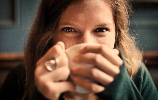 Za co warto cenić zieloną oraz czerwoną herbatę?